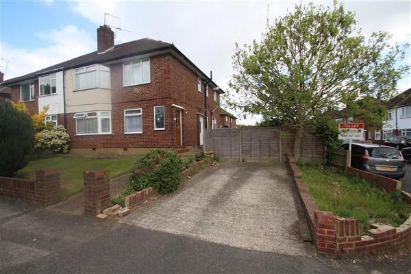 Thumbnail Maisonette to rent in The Vale, Feltham