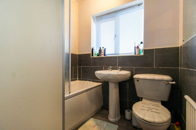 Bathroom of Rotherham Road, Holbrooks, Coventry CV6