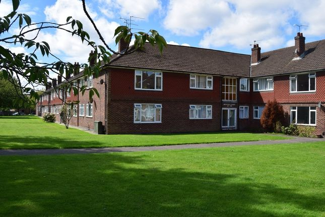 Thumbnail Flat for sale in Anchor Meadow, Farnborough