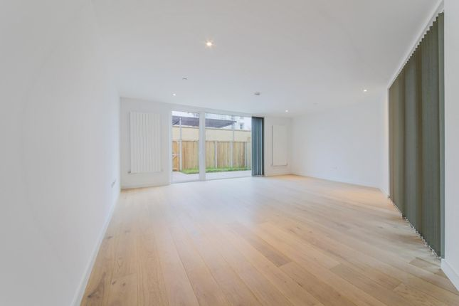 Thumbnail Property for sale in Starboard Way, Royal Wharf, London