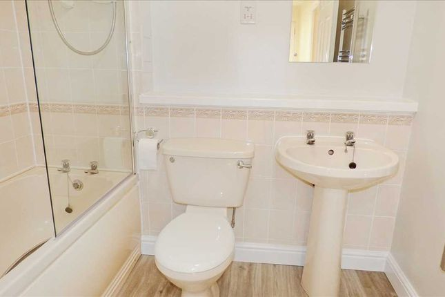 Bathroom of Candlemakers Lane, Loch Street, Aberdeen AB25