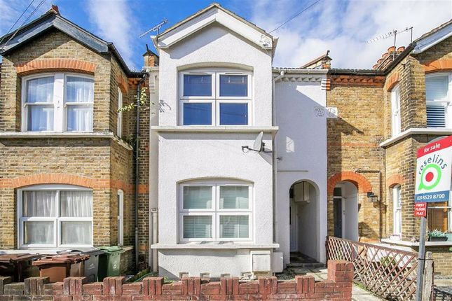 Thumbnail Flat to rent in Stanley Road, Chingford, Chingford