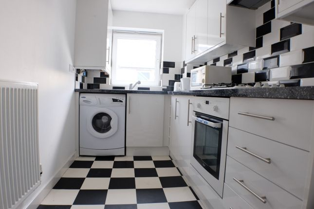 Thumbnail Flat to rent in Phoebe Road, Swansea