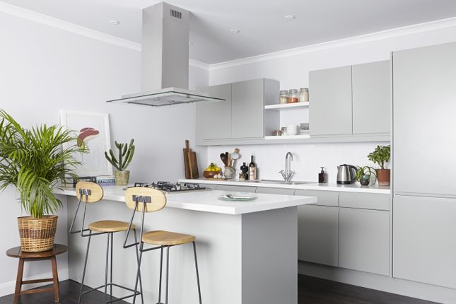 2 bed flat to rent in Wick Road, London E9