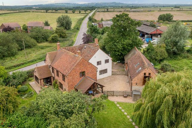 Thumbnail Country house for sale in Grendon Underwood, Aylesbury