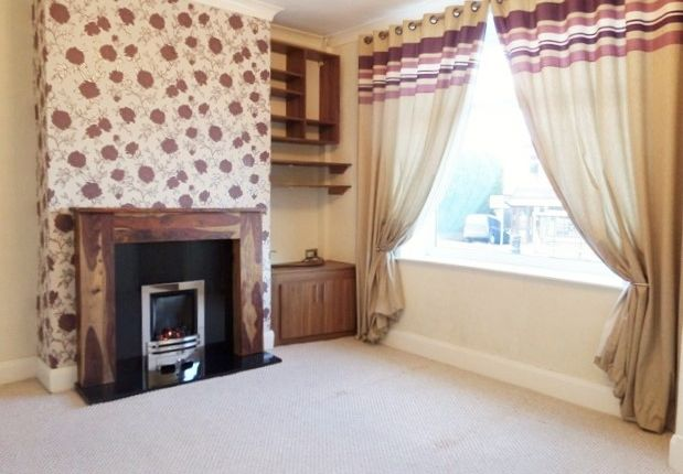 3 bed terraced house to rent in Manchester Road, Burnley