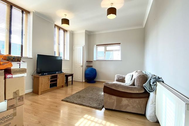 2 bed flat to rent in Pleasant Row, Gillingham ME7