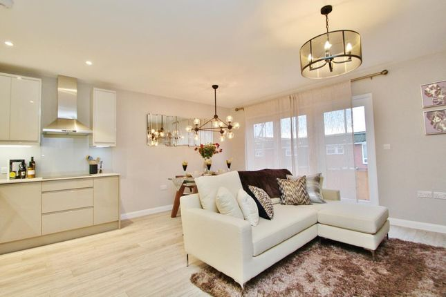 Thumbnail Flat for sale in Paragon Grove, Surbiton