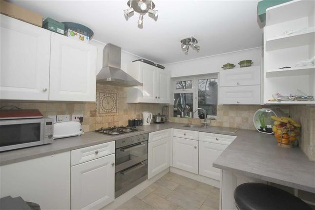 1 bedroom property to rent in Stanley Road, Southend On Sea, Essex