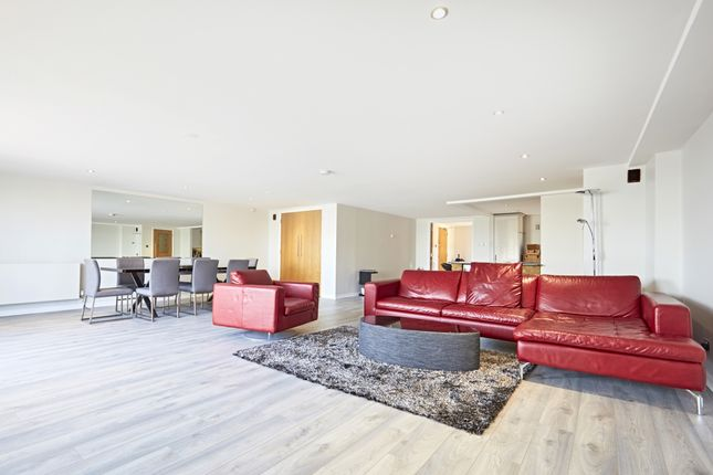 Thumbnail Flat to rent in Merchant Court, Wapping Wall, London