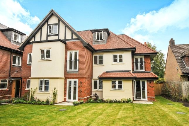 Thumbnail Flat for sale in Limpsfield Road, Warlingham, Surrey