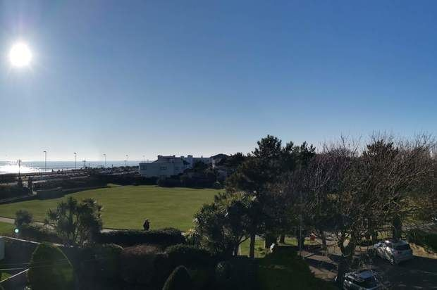 Flat to rent in Winchelsea Gardens, Worthing