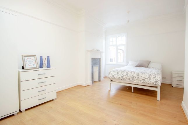 Thumbnail Room to rent in Room 2, Station Parade, Ealing