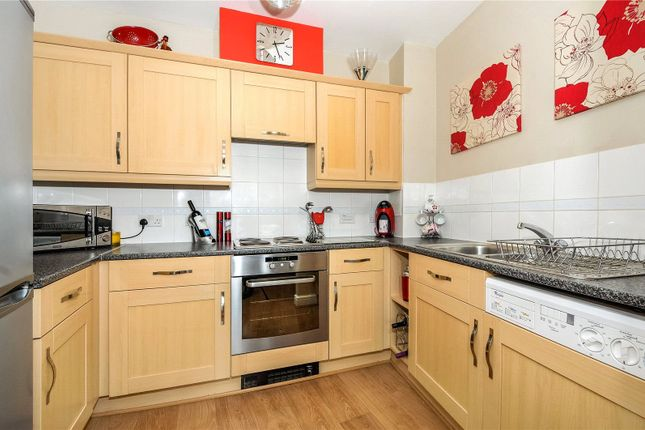 Thumbnail Flat to rent in Kelvin Gate, Bracknell, Berkshire