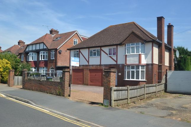 Thumbnail Detached house to rent in Sidney Road, Walton-On-Thames