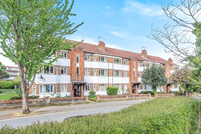 2 bed flat to rent in Garrison Court, Hitchin SG4