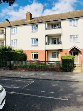 Thumbnail Flat to rent in Reddington Drive, Slough