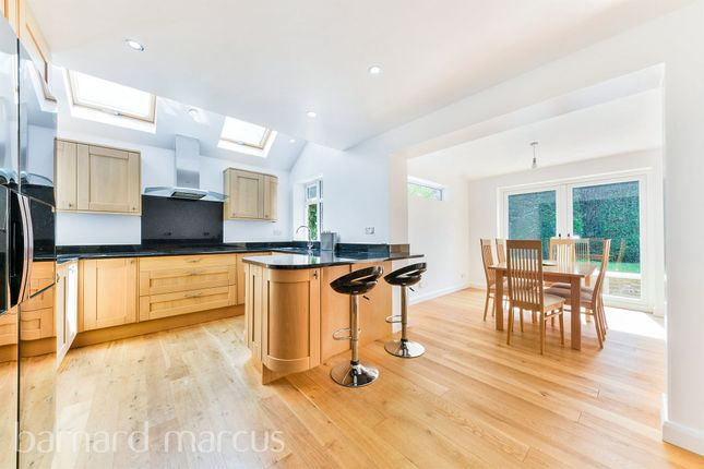 Thumbnail Detached house for sale in Larchwood Close, Banstead