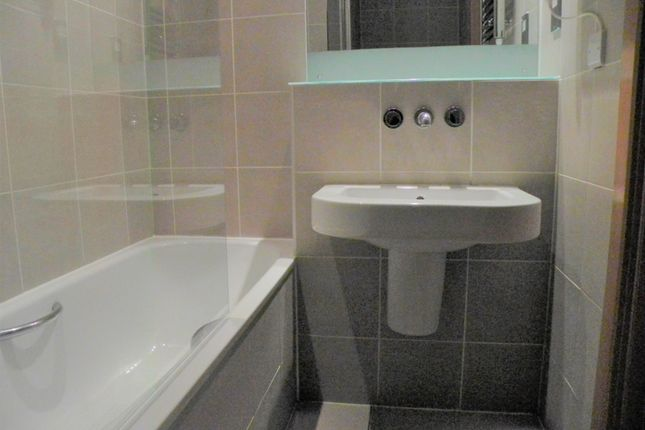 Bathroom of Water Street, Liverpool L3