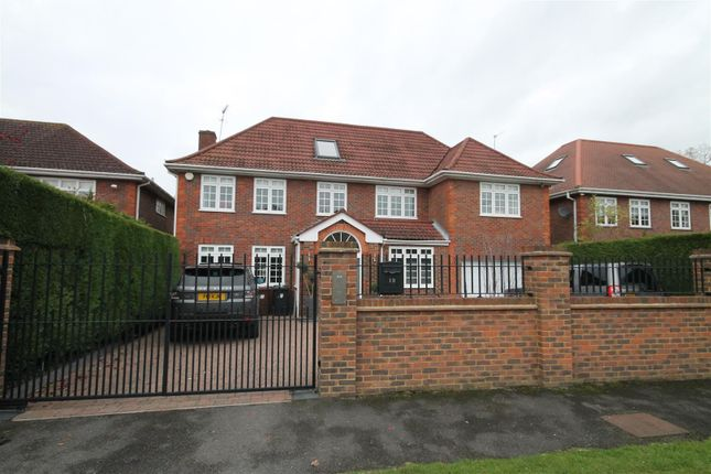 Thumbnail Property to rent in Dellfield Close, Radlett