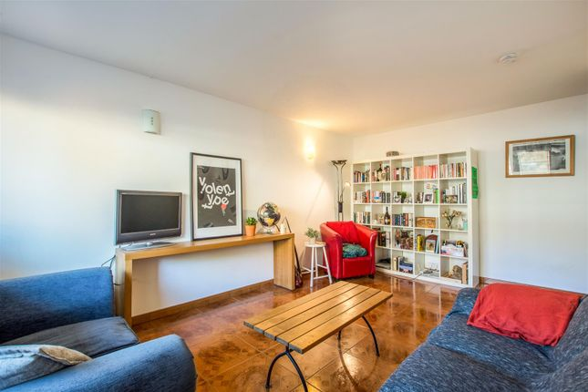 2 bed flat for sale in Bath Close, London