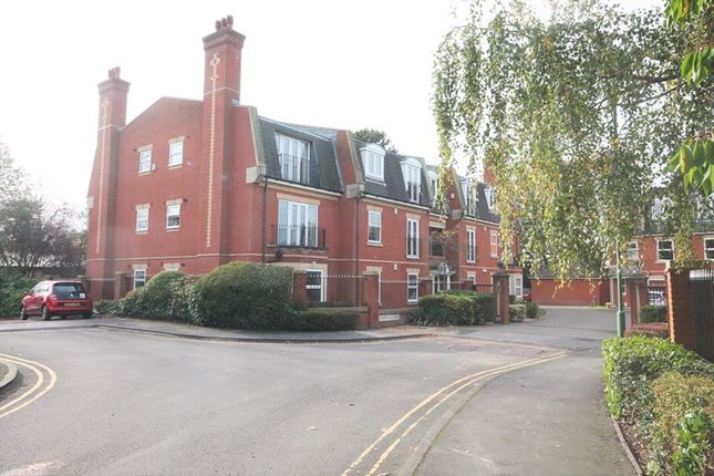 Thumbnail Flat for sale in Kelvedon Grove, Solihull