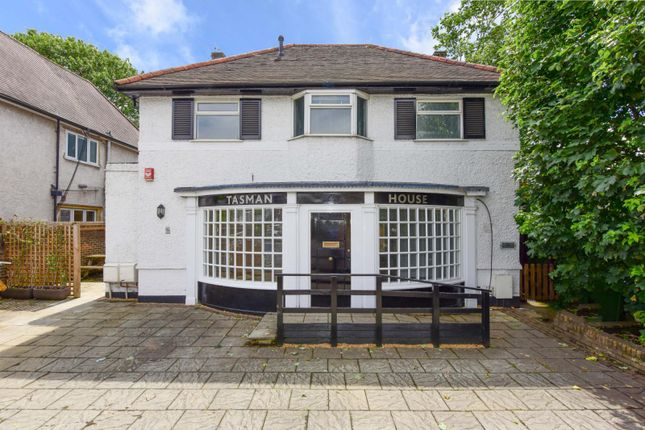 Thumbnail Flat to rent in New Zealand Avenue, Walton-On-Thames