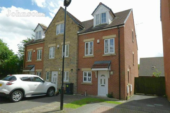 End terrace house for sale in Lakeside Mews, Thorne, Doncaster.