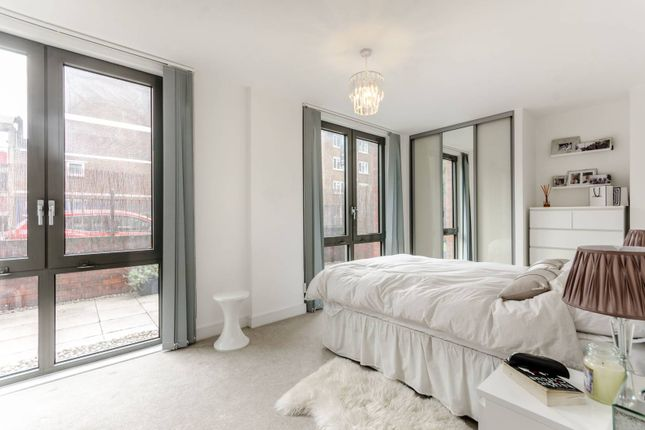 Thumbnail Flat to rent in Silwood Street, South Bermondsey
