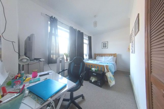 Bedroom  of Trinity Road, Wandsworth Common SW17