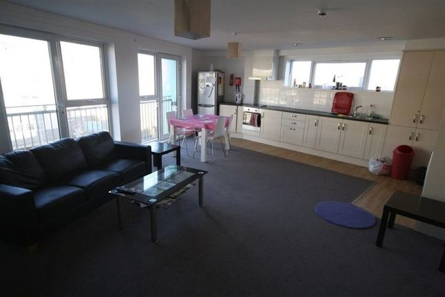 Thumbnail Property to rent in Vaughan Way, Leicester