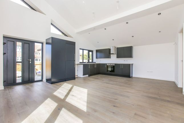 Lounge / Kitchen of Temple Avenue, Croydon CR0