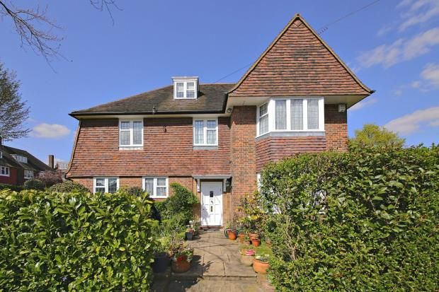 Picture No. 12 of Gurney Drive, Hampstead Garden Suburb, London N2