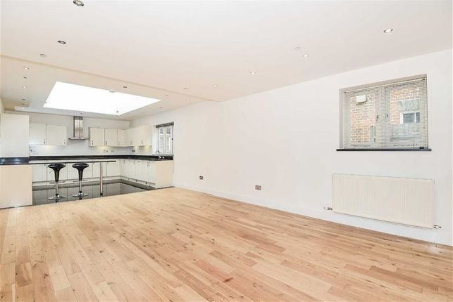 Thumbnail Flat for sale in Castle Mews, Bedford