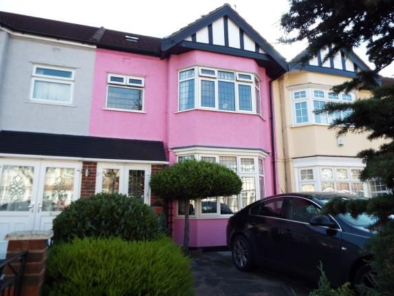 Thumbnail Terraced house for sale in Gantshill, Essex