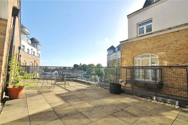 Thumbnail Flat to rent in Clarence Street, Staines Upon Thames, Middlesex