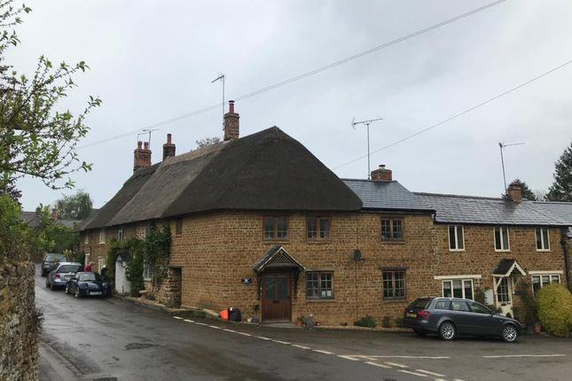 Thumbnail Cottage to rent in High Street, Hook Norton