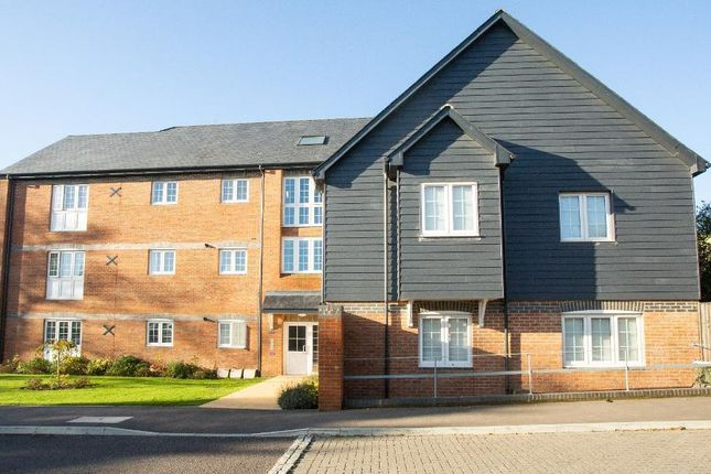 1 bed flat to rent in Windsor Court, Crown Drive, Heathfield, East Sussex TN21
