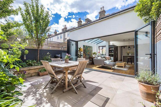 Thumbnail Flat for sale in Ravenslea Road, London
