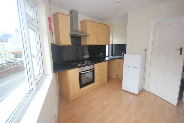2 bed flat to rent in Weston Park Road, Peverell, Plymouth PL3