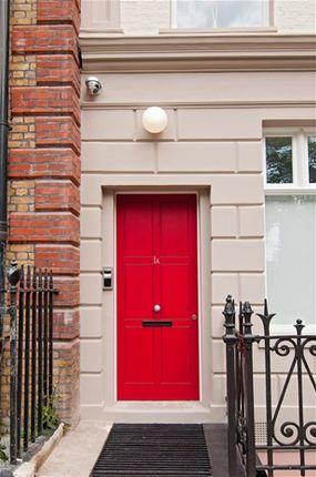 Thumbnail Flat for sale in Charterhouse Square, London