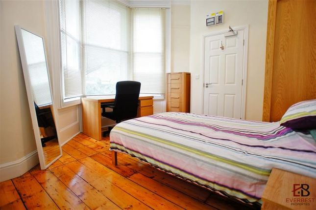 Thumbnail Room to rent in I Victoria Square, Jesmond, Newcastle Upon Tyne