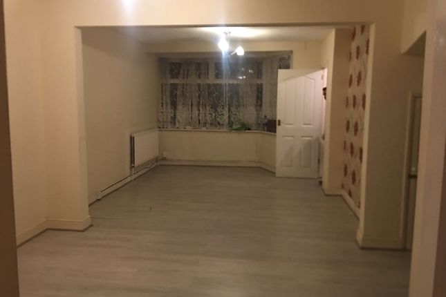 Thumbnail Duplex to rent in High Street North, East Ham