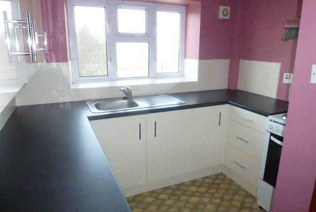 Thumbnail Cottage to rent in Pen Y Graig, Croesyceliog, Carmarthen