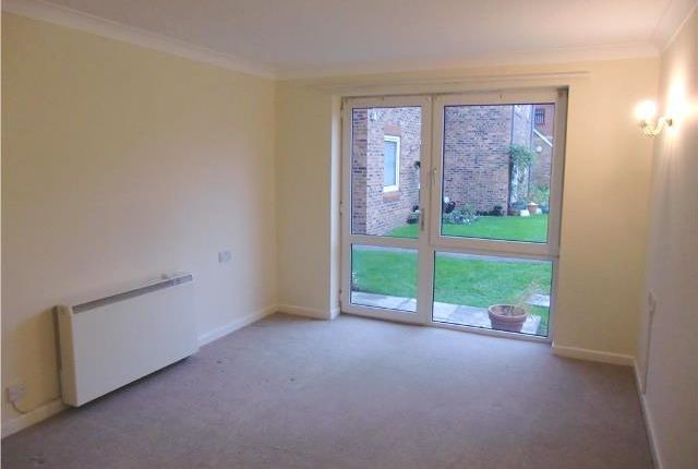 Thumbnail Flat to rent in Homedove House, Blundellsands Road East, Blundellsands, Lancashire