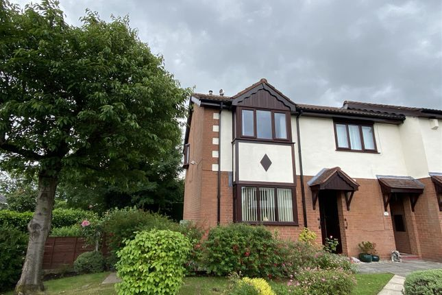 Flat for sale in Vicarage Gardens, Hyde