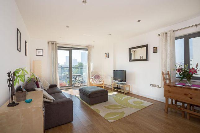 2 bed flat to rent in Aqua Vista Square, London E3