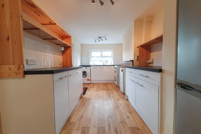 Thumbnail Semi-detached house to rent in Lingfield Road, East Grinstead
