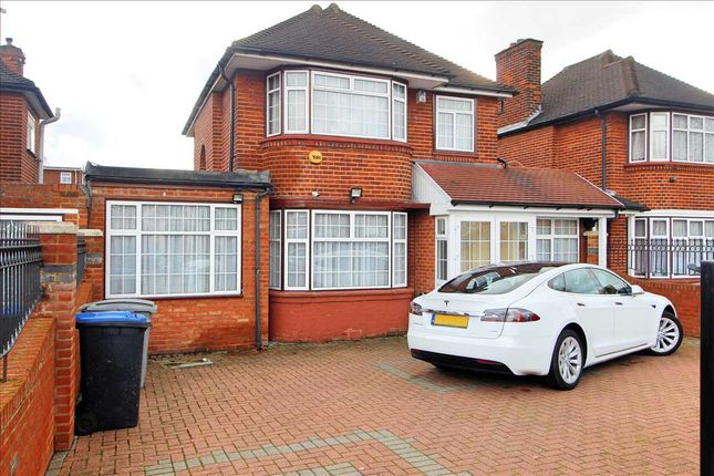 Front of Beverly Drive, Edgware HA8