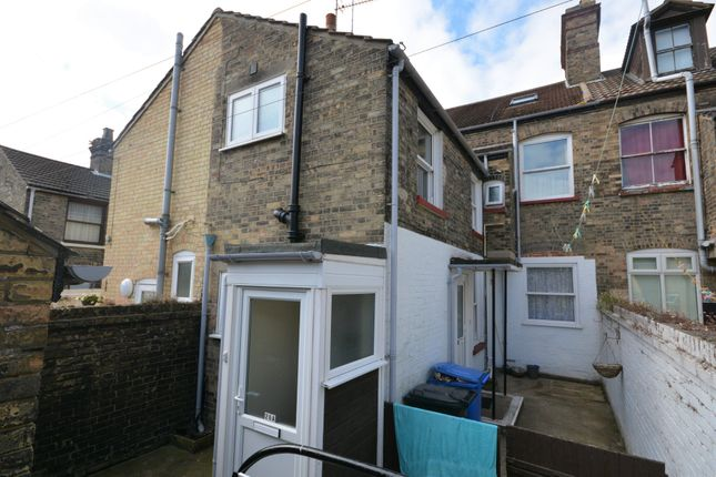 Thumbnail Flat to rent in Mill Road, Lowestoft, Suffolk